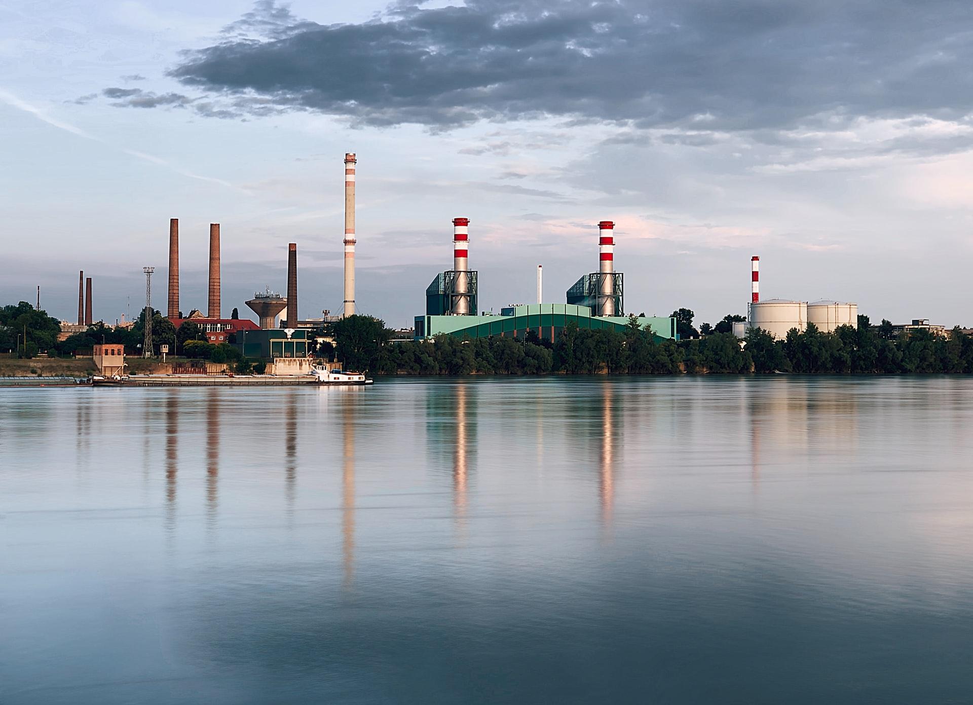 ¿Cómo funciona el tratamiento y acondicionamiento de agua para uso industrial?